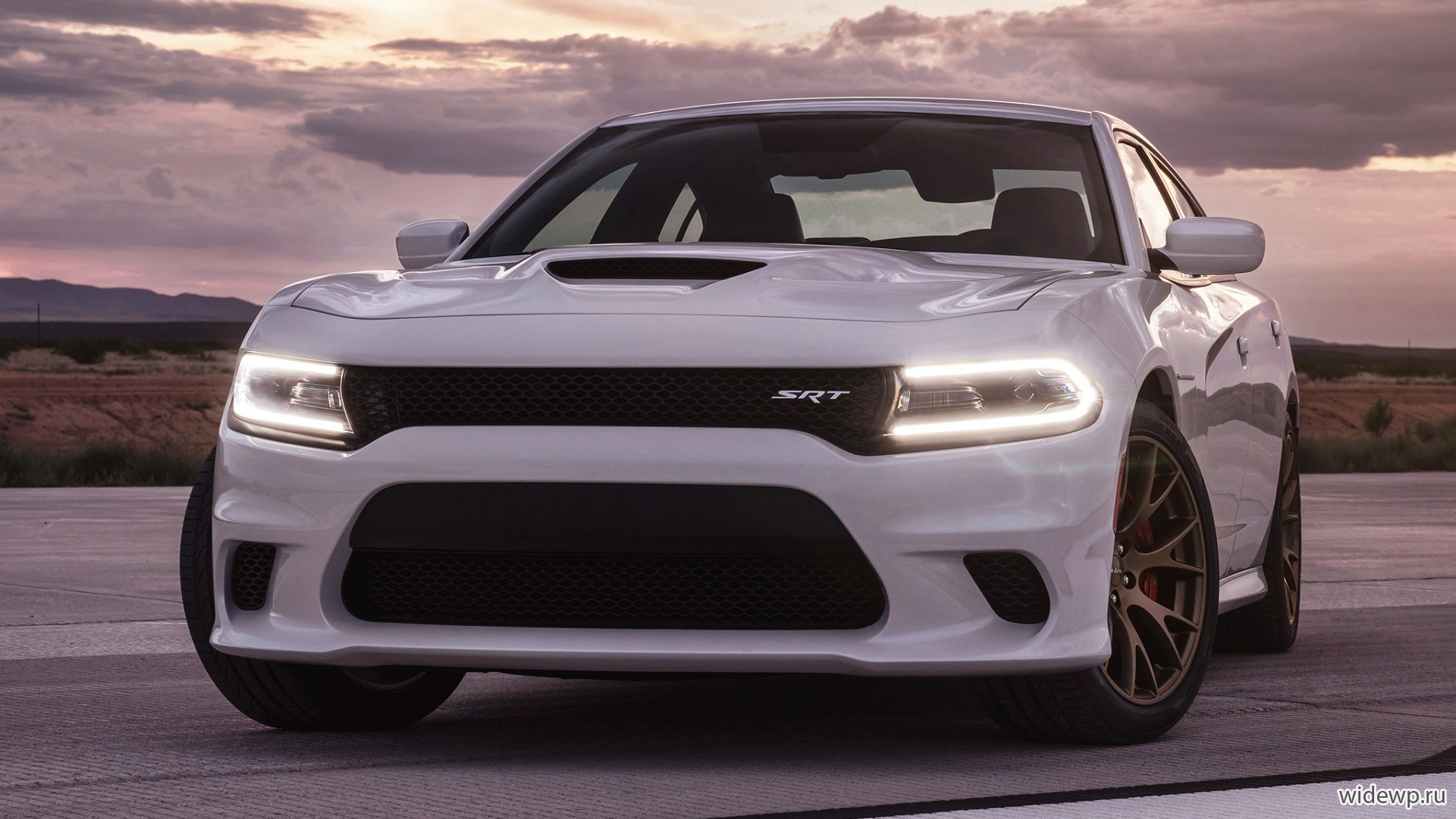 Автомобили 2015 Dodge Charger SRT